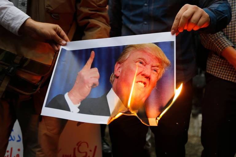 Protesto em Teerã contra a decisão americana de deixar o acordo nuclear com o Irã em maio de 2018