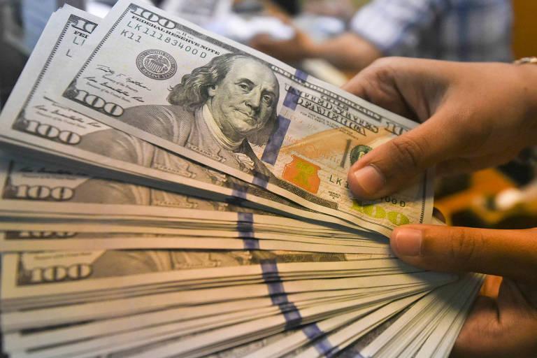 Dólar sobe com temor de aumento de juros nos EUA e após Ilan sinalizar que juros caem no Brasil