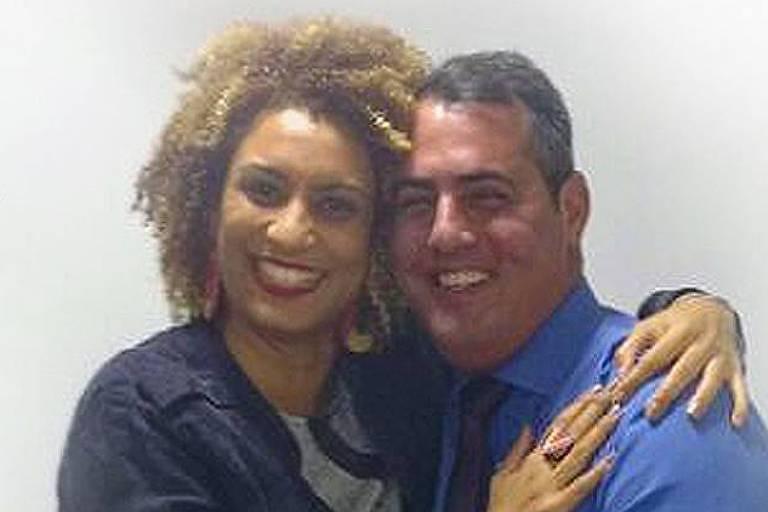 Vereador Marcello Siciliano (PHS) postou foto nas redes sociais abraçado com Marielle um dia depois do assassinato da vereadora