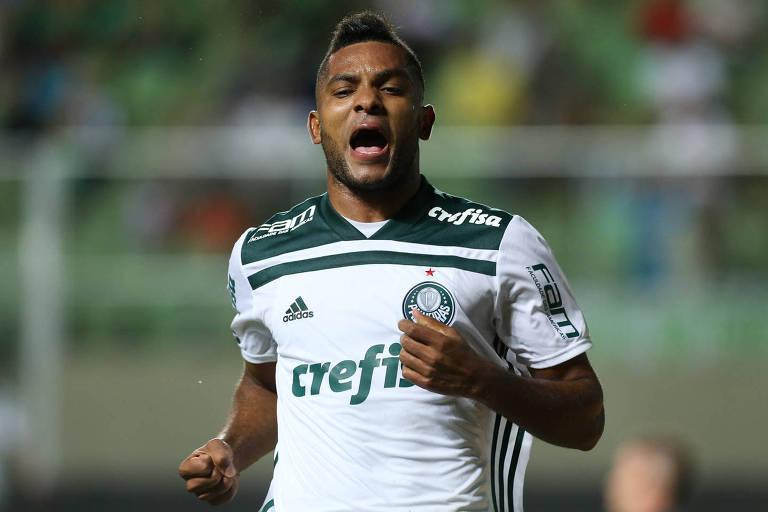 O jogador Borja, da SE Palmeiras, comemora seu gol contra a equipe do América FC, durante partida válida pelas oitavas de final (ida), da Copa do Brasil, no Estádio Independência.