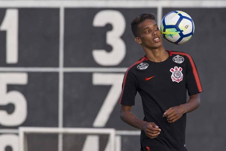Pedrinho foi titular diante do Ceará, no último domingo, pelo Campeonato Brasileiro