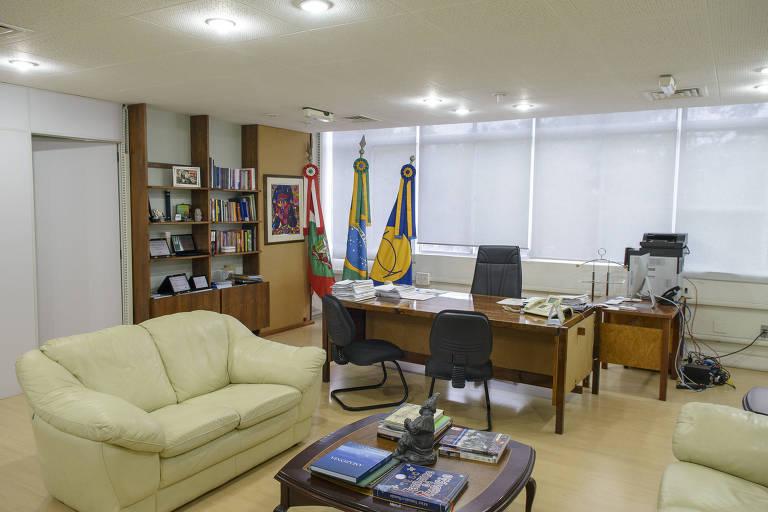 Gabinete da reitoria da Federal de Santa Catarina, onde trabalhava o ex-reitor que se suicidou