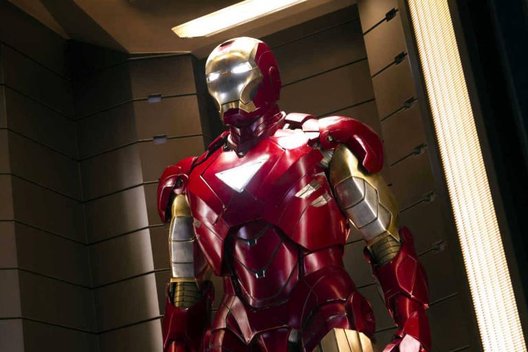 """Robert Downey Jr. como Homem de Ferro, super-herói personagem de """"Os Vingadores"""" (""""The Avengers"""", EUA, 2012)"""
