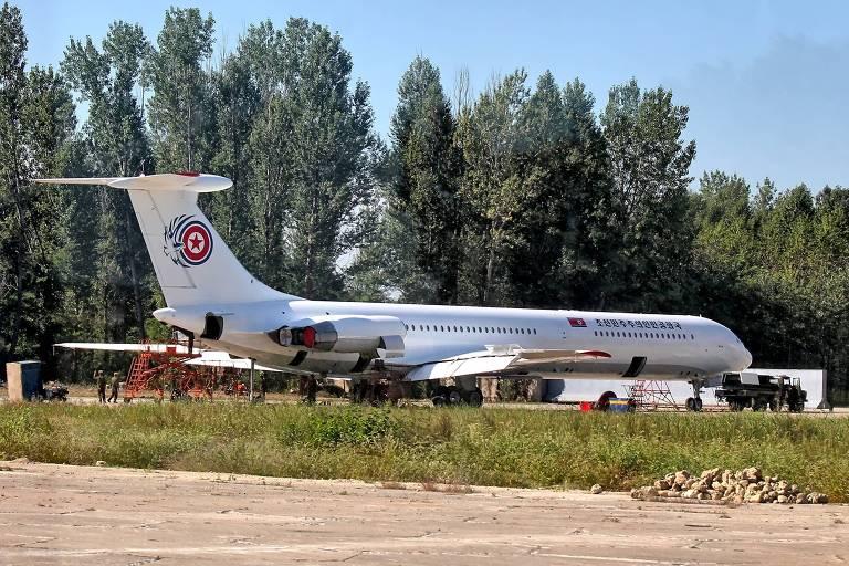 Ilyushin IL-62 usado por Kim Jong-un no aeroporto de Sunan, em Pyongyang; avião de origem soviética produzido entre 1963 e 1995 foi adaptado para servir ao ditador norte-coreano
