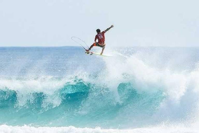 Ítalo Ferreira pega onda em Bells Beach, na Austrália