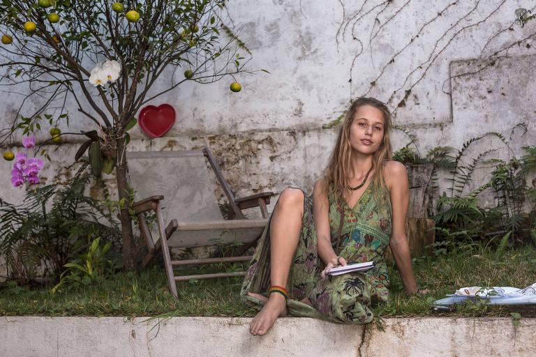 Helena de Lima, 19, estudante do primeiro ano de artes visuais no Centro Universitário Belas Artes