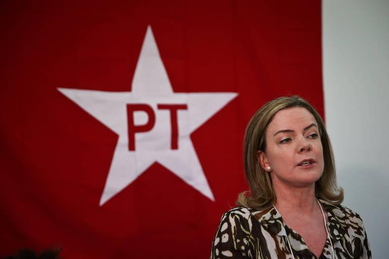 A presidente nacional do PT, senadora Gleisi Hoffmann, durante reunião do partido em Curitiba (PR)