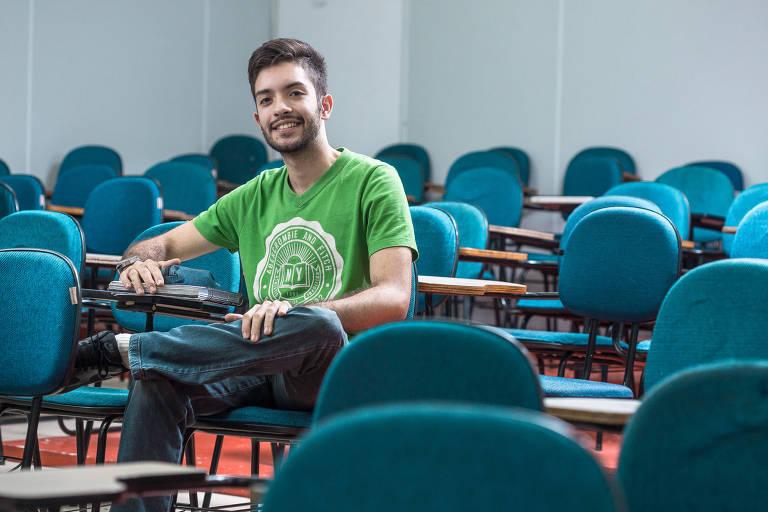 Paulo Garcia, 21, no cursinho Maximize, no Tatuapé, zona leste de São Paulo