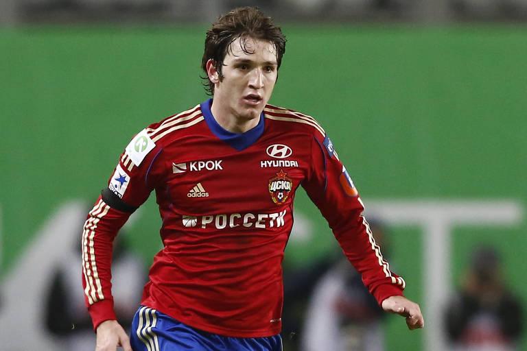 O jogador brasileiro naturalizado russo Mário Fernandes, em jogo pelo CSKA de Moscou