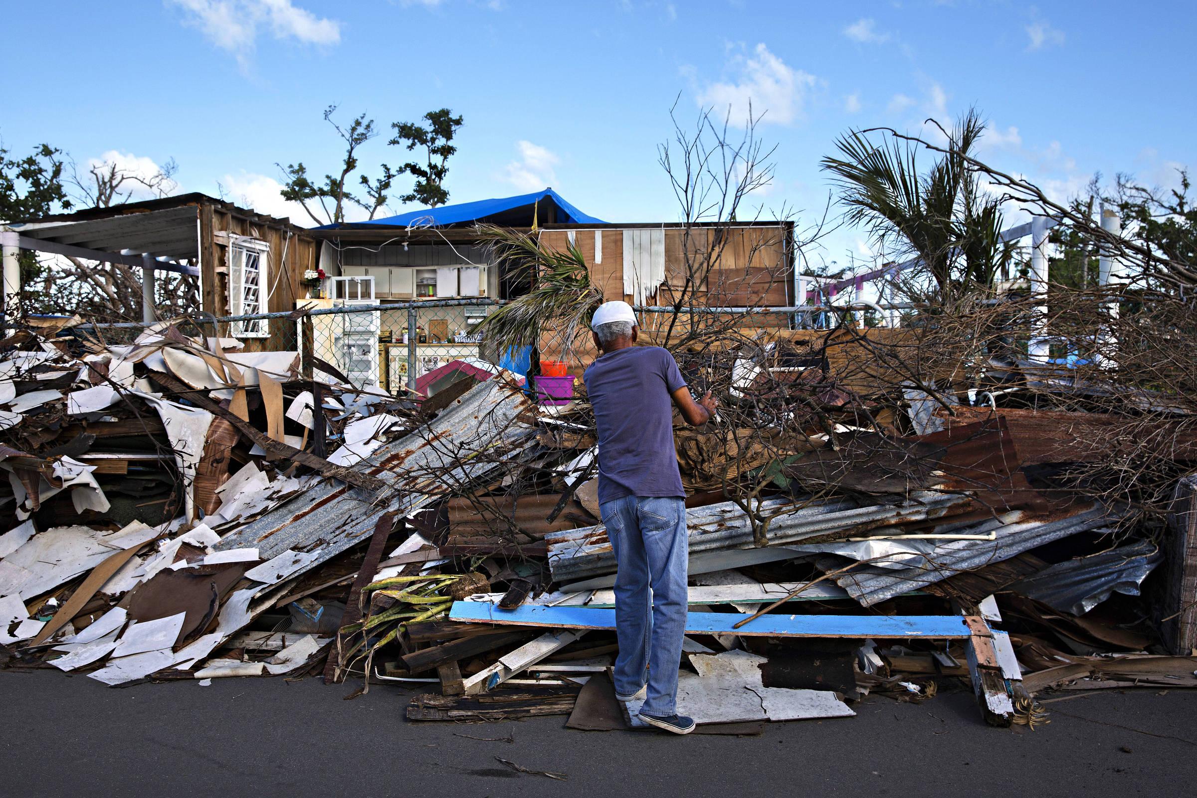 Meio milhão de pessoas devem deixar a ilha devastada pelo furacão Maria