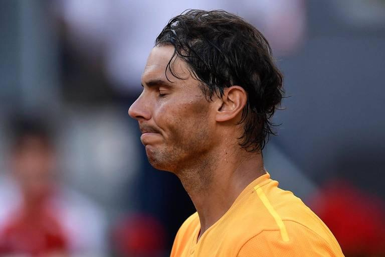 Nadal lamenta após derrota para Dominic Thiem nas quartas de final do Masters 1.000 de Madri