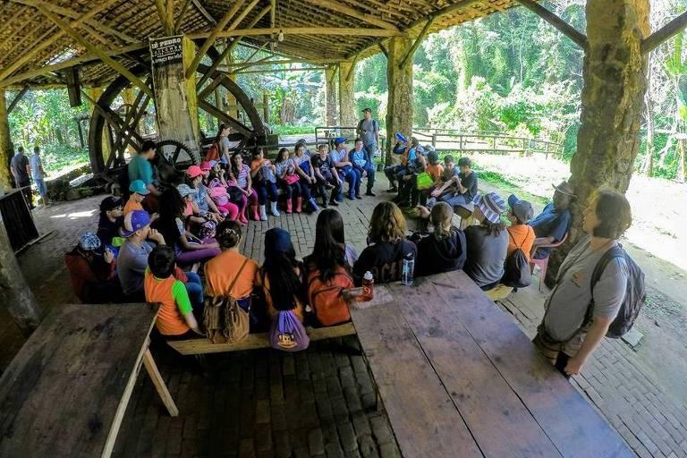 Turistas conhecem o Quilombo da Fazenda, que faz parte de circuito no Vale do Paraíba, na divisa entre São Paulo e Rio de Janeiro, reconhecido pela Unesco