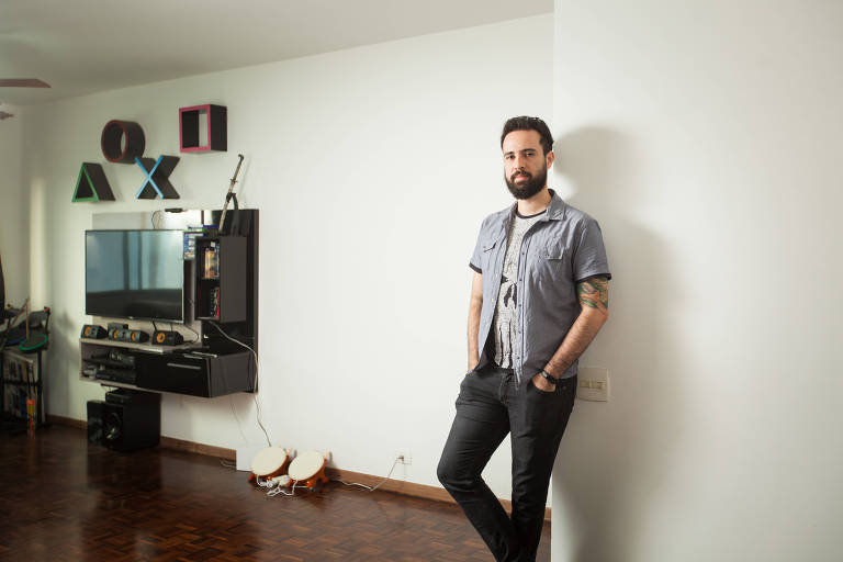 Denílson Carvalho Coutinho, 29 em seu apartamento, na zona sul de SP