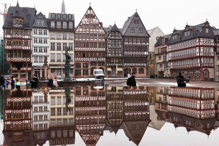 Casas ao redor da praça Römerberg, em Frankfurt