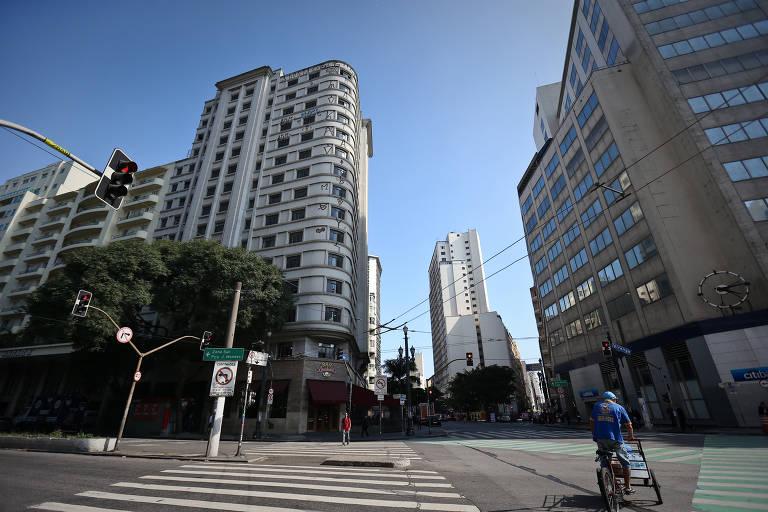Prédios ociosos não cumprem obrigações na capital