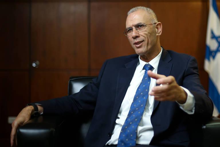O embaixador de Israel no Brasil, Yossi Shelley, na sede da embaixada, em 2017