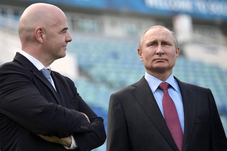 O presidente da Fifa, Gianni Infantino, e o presidente da Rússia, Vladimir Putin, durante visita ao estádio de Sochi