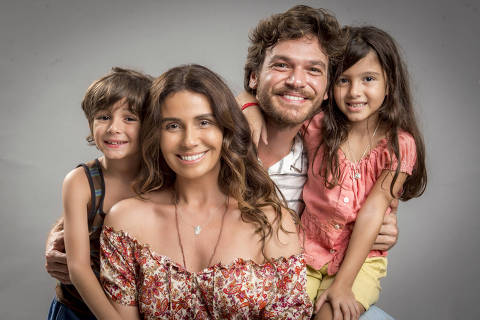 Ícaro (Thales Miranda), Luzia ( Giovanna Antonelli ), Beto ( Emilio Dantas ) e Manuela (Rafaela Brasil) são família na novela Segundo Sol