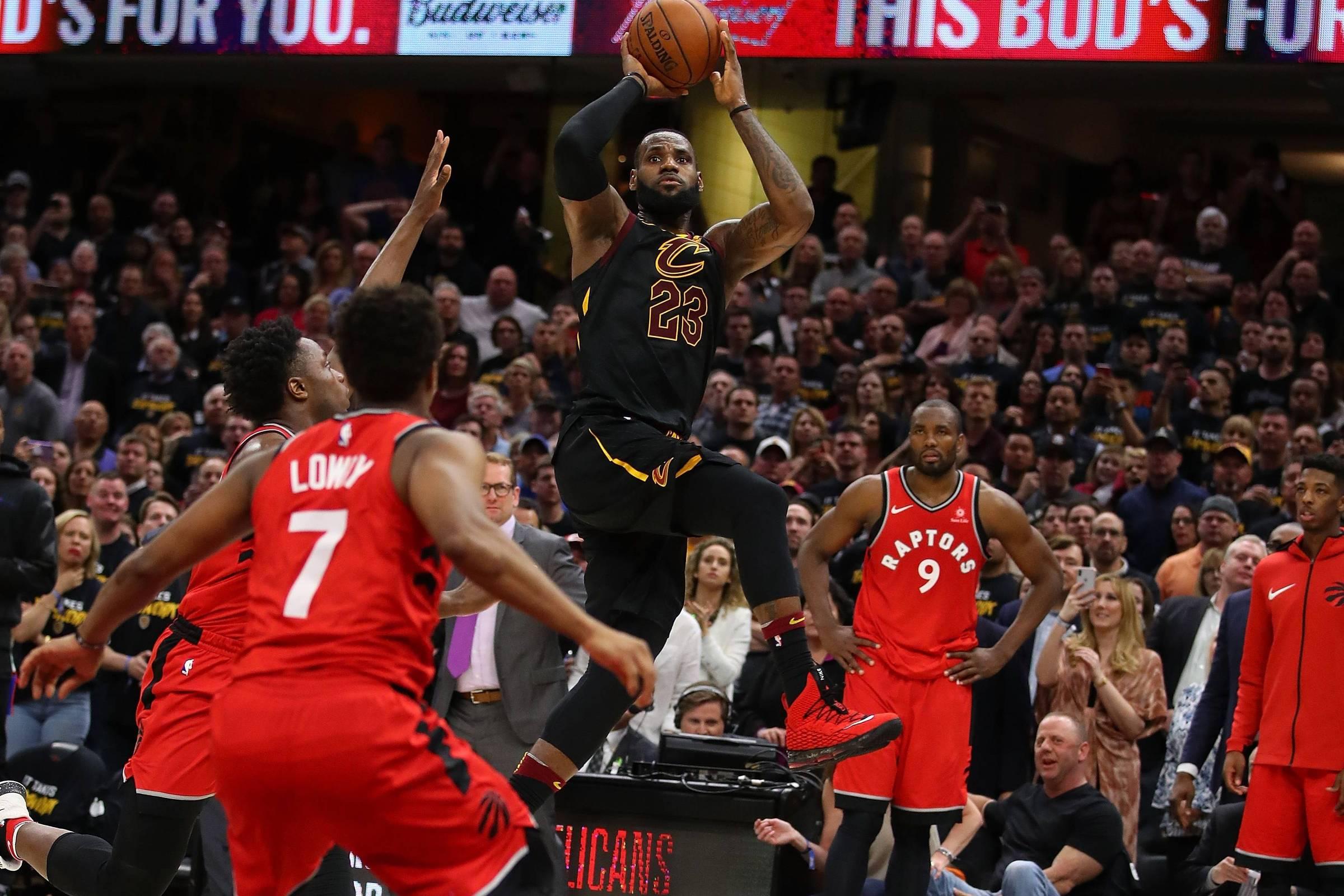 c97ecf813 LeBron James inicia série rumo à oitava decisão de título seguida de NBA -  13 05 2018 - Esporte - Folha