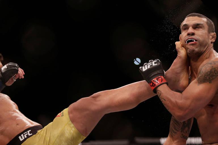 Lyoto Machida nocauteia Vitor Belfort durante luta do UFC 224, no sábado (12), no Rio