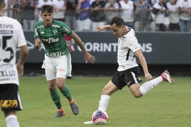 O corintiano Rodriguinho em ação contra o Palmeiras no Itaquerão