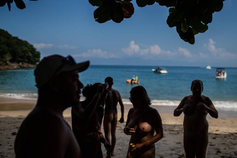 Resultado de imagen para Naturistas fazem vigília e rodízio para tirar a roupa em praia de Ubatuba