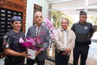 Governador homenageia Policial Feminina por exercício de seu trabalho.