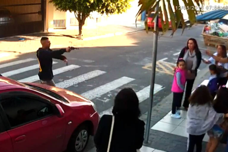 PM reage a assalto em escola