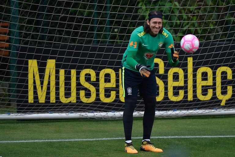 O goleiro Cássio durante treino da seleção brasileira