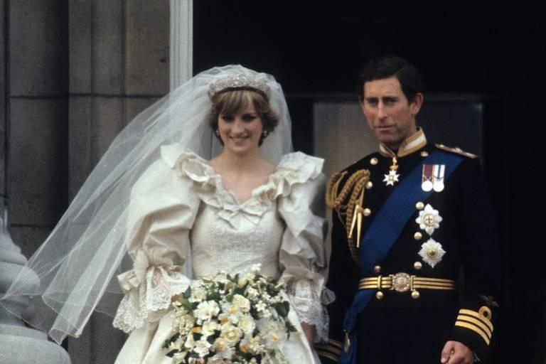 A princesa Diana se casou com Charles, em 1981, usando uma tiara que pertencia à sua familia, os Spencer
