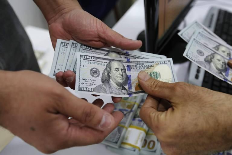 Dólar encosta em R$ 3,63 com peso de incerteza política