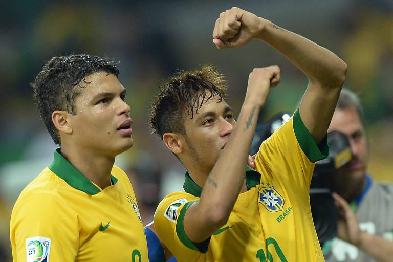 Thiago Silva e Neymar conquistaram juntos a Copa das Confederações de 2013 pela seleção