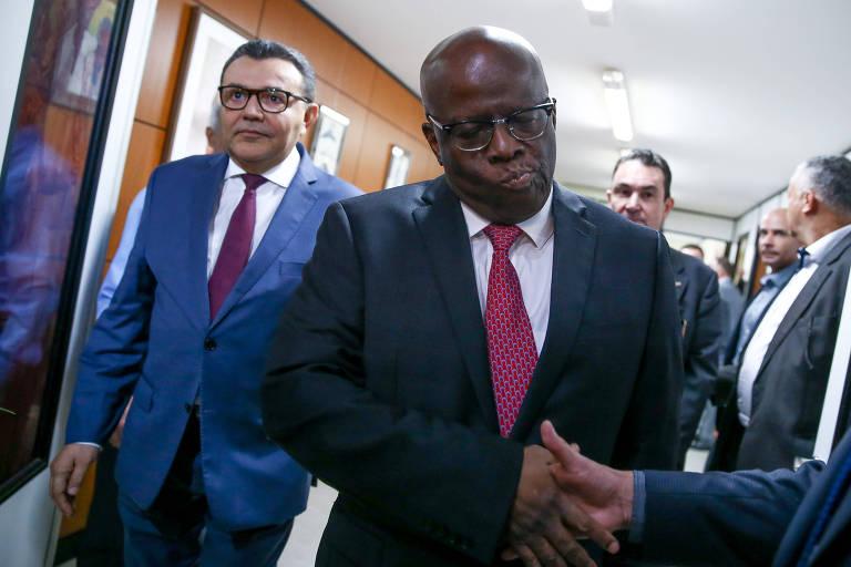 O presidente do PSB, Carlos Siqueira (à esquerda) e o ex-ministro do STF Joaquim Barbosa