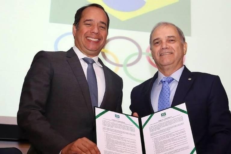 O presidente do COB, Paulo Wanderley (à direita), ao lado do ministro do Esporte, Leandro Cruz