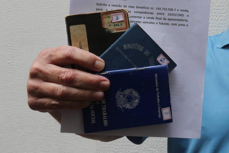 Como é a regra para aposentadoria de autônomo que tem dívida com INSS?