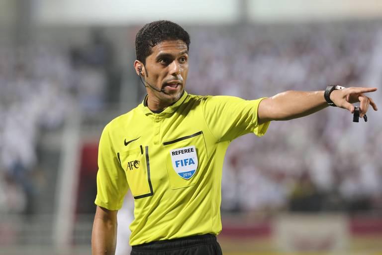 O árbitro Fahad al-Mirdasi, em ação durante a Liga dos Campeões da Ásia. Ele está sendo acusado de propor suborno para acertar o resultado de uma partida