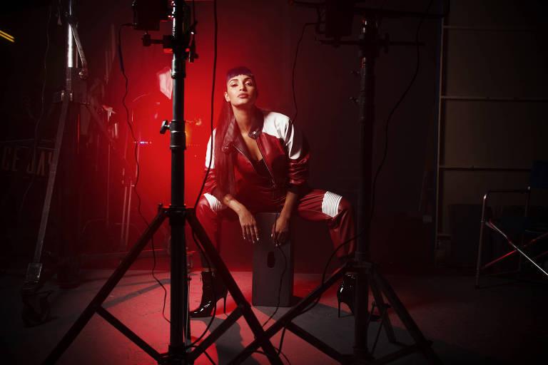 A ex-dançarina do Faustão Daya Luz lança carreira de cantora
