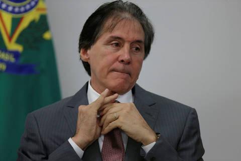 Eunício desiste de ficar no Ceará e volta a Brasília