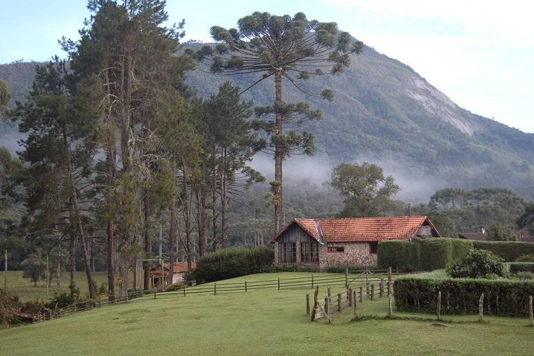 Cinco hotéis em parques naturais