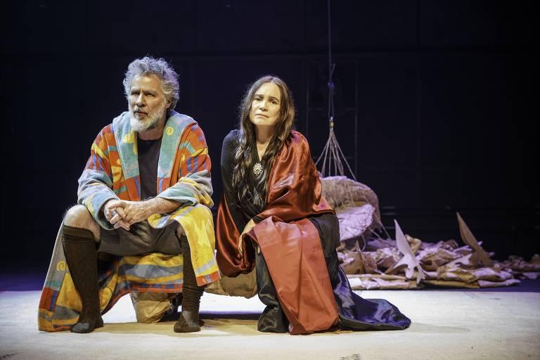 Leopoldo Pacheco e Regina Duarte em cena de 'O Leão no Inverno', escrita por James Goldman