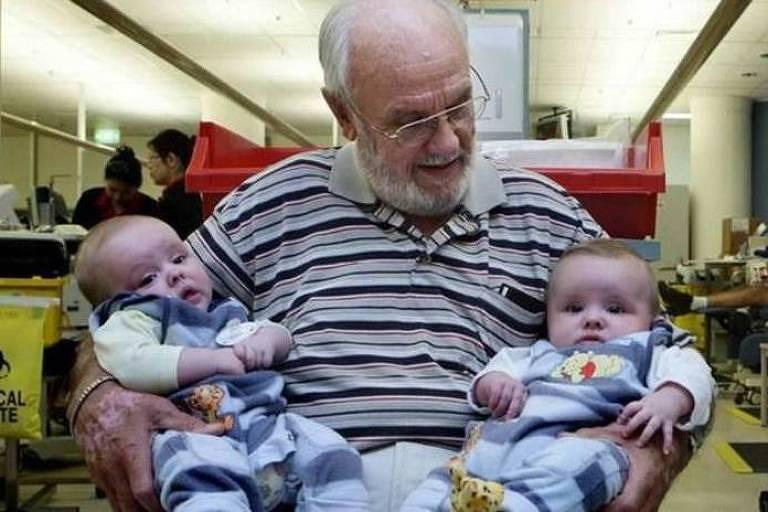 Harrison salvou a vida de muitos bebês com suas doações