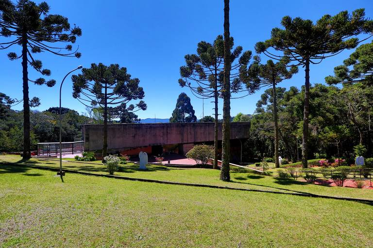 Área externa do museu Felícia Leirner