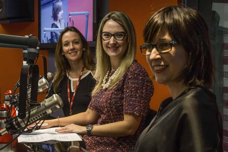 Vanessa Vilar, presidente do comitê jurídico da ABA, Luciana Corrêa, coordenadora de pesquisa no ESPM Media Lab e a jornalista Laura Mattos