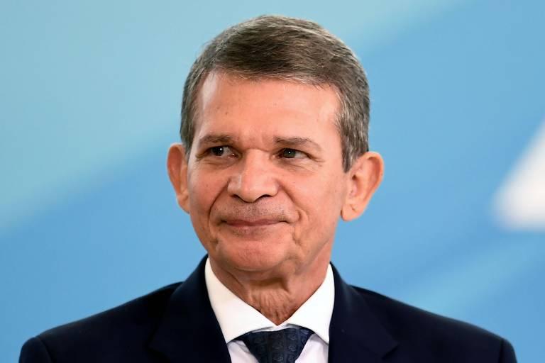 O ministro interino da Defesa, Joaquim Silva e Luna, que disse que caso da CIA sobre Geisel é para historiadores