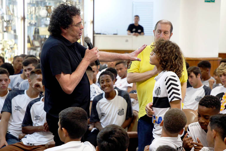 O ex-atacante e hoje comentarista da TV Globo Walter Casagrande realizou uma palestra para alertar os jovens contra as drogas nesta quinta-feira, na Vila Belmiro
