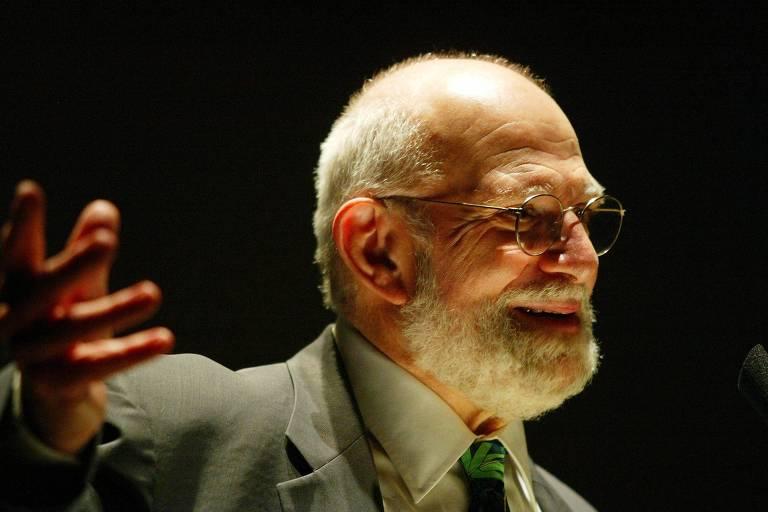 O neurologista britânico Oliver Sacks durante palestra em São Paulo, em 2005