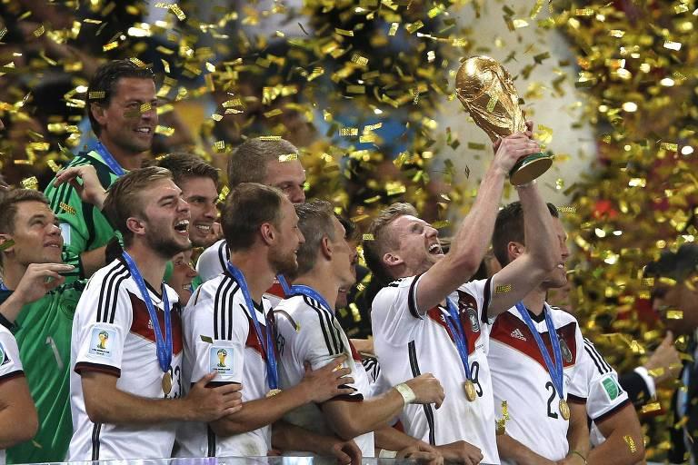 Jogadores da Alemanha comemoram a conquista da Copa do Mundo de 2014 contra a Argentina, no Maracanã