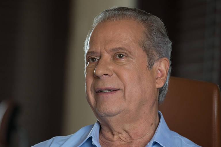 O ex-ministro José Dirceu, que deve se entregar até as 17h
