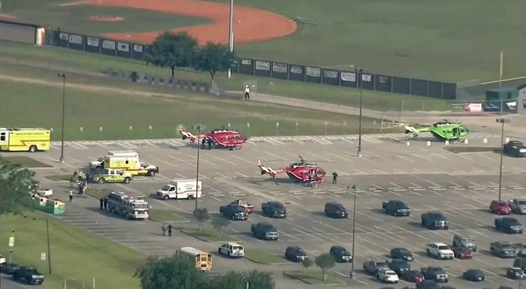 Ataque a tiros em escola em Santa Fé, no Texas