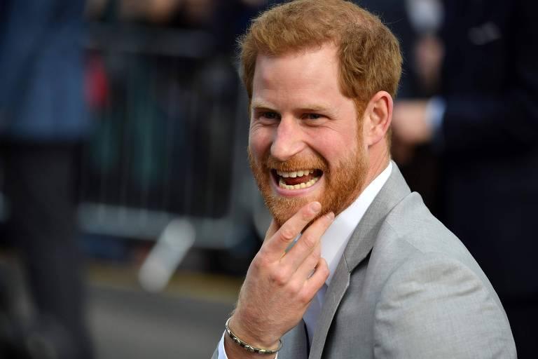Príncipe Harry ostenta sua barba ruiva